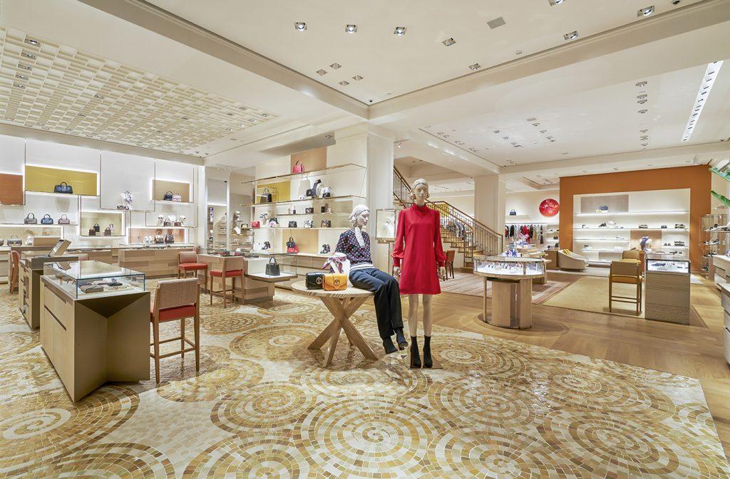 tầng trệt cửa hàng Louis Vuitton Hà Nội
