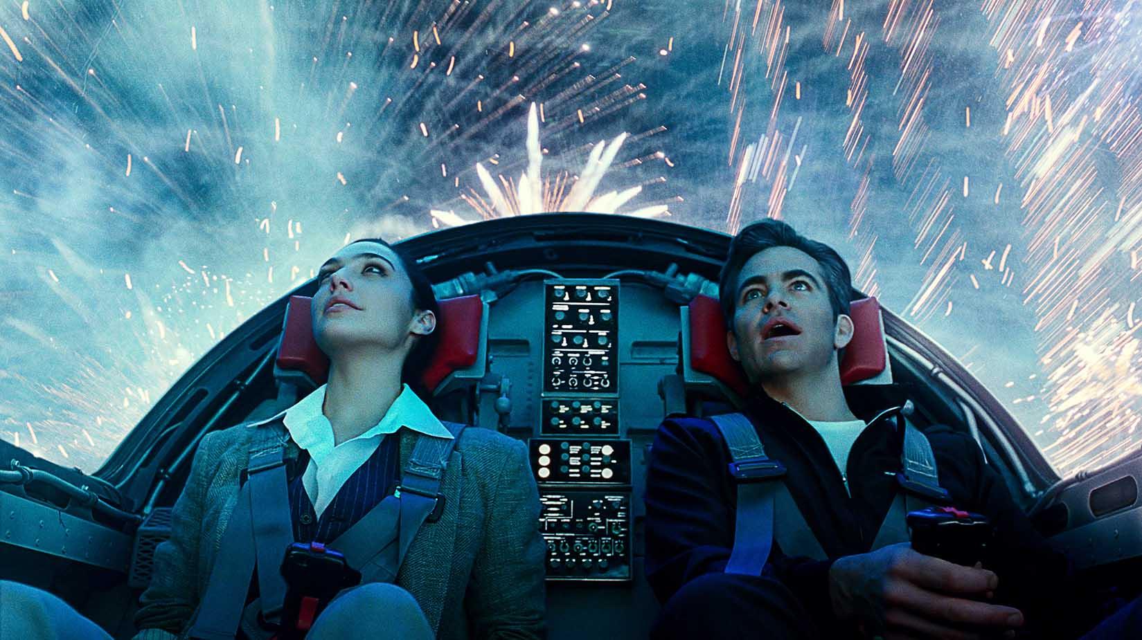 phim chiếu rạp Wonder Women 1984 hai người trên máy bay