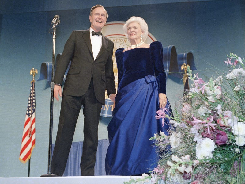 Barbara mặc chiếc đầm màu xanh trong ngày nhậm chức