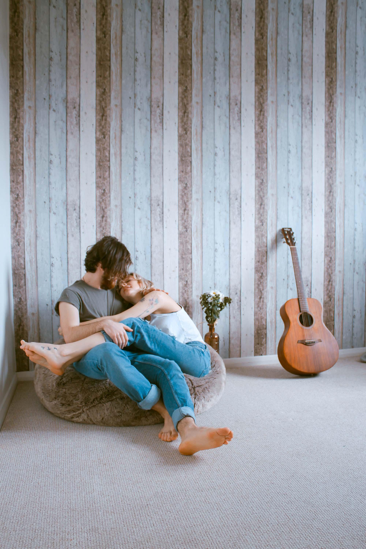 Cặp đôi tận hưởng thời gian trong im lặng