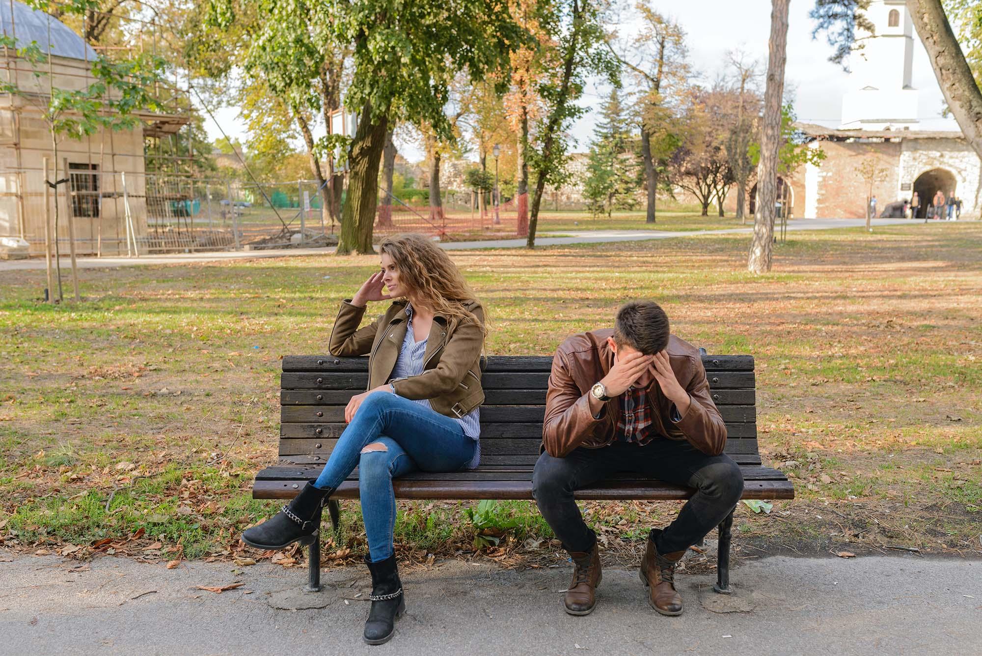 Cặp đôi giận nhau trong im lặng