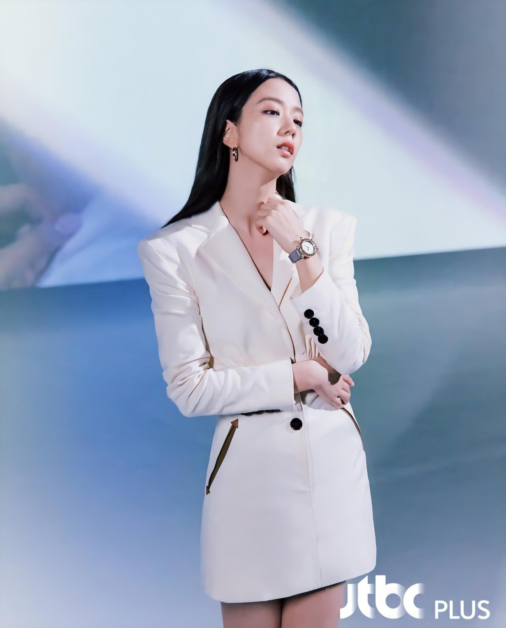 Jisoo đeo đồng hồ Cartier