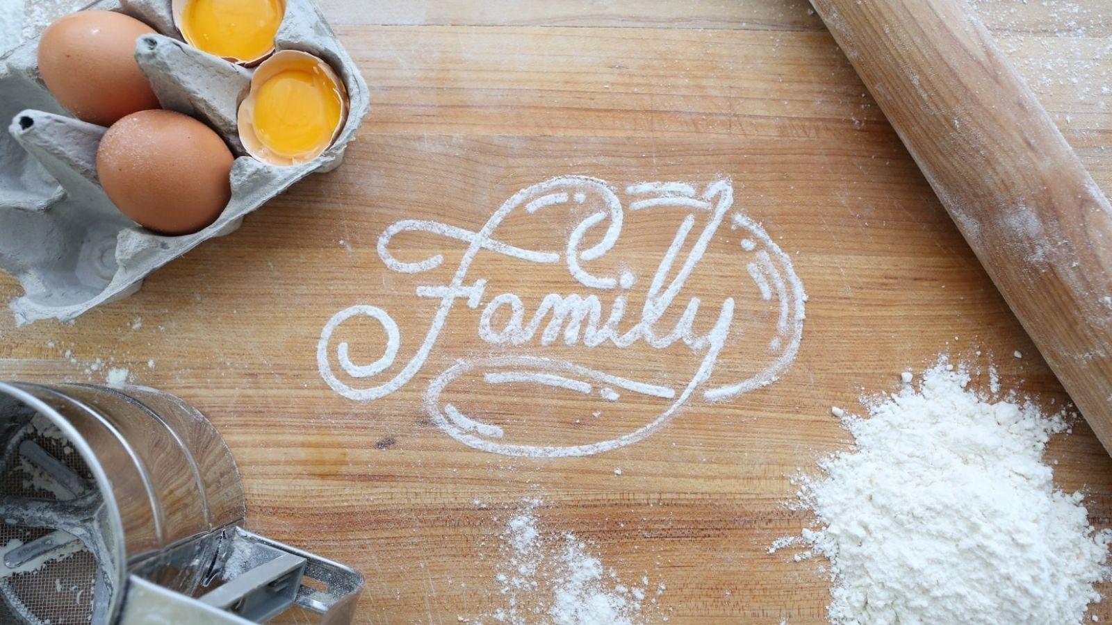 từ gia đình được viết bằng bột làm bánh