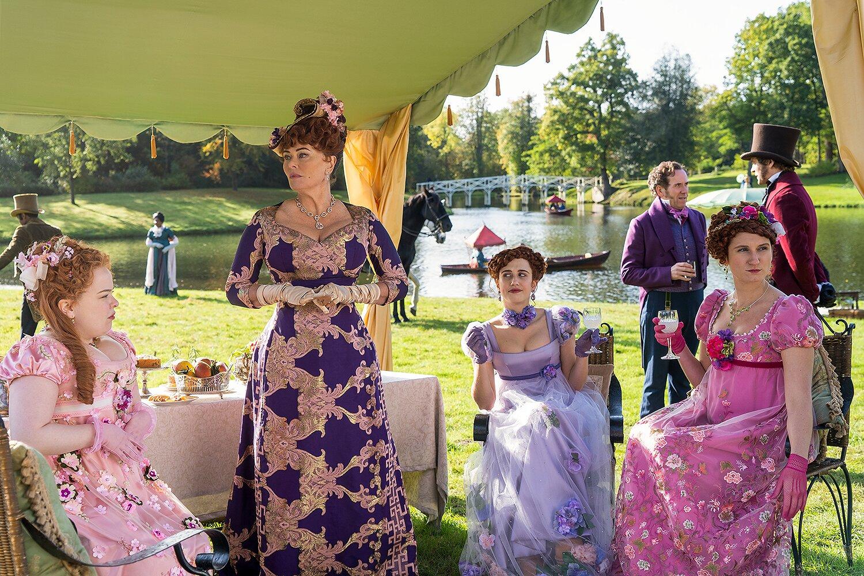các bộ váy sặc sỡ trong phim bridgerton