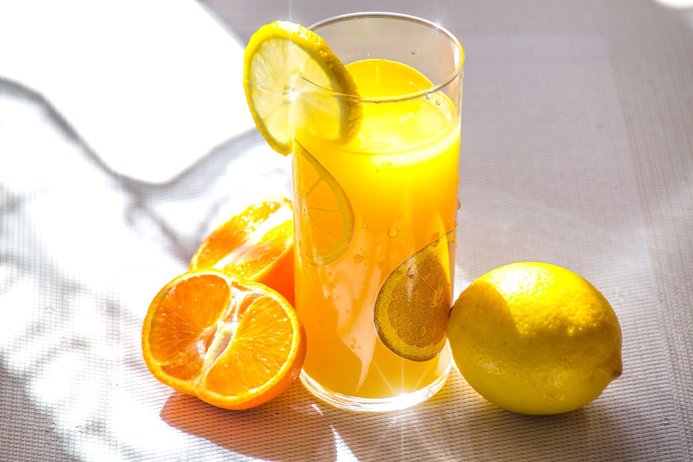 ly nước cam giúp trắng da