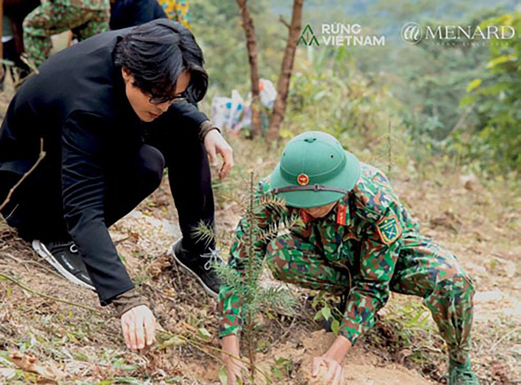 Hà Anh Tuấn trồng cây