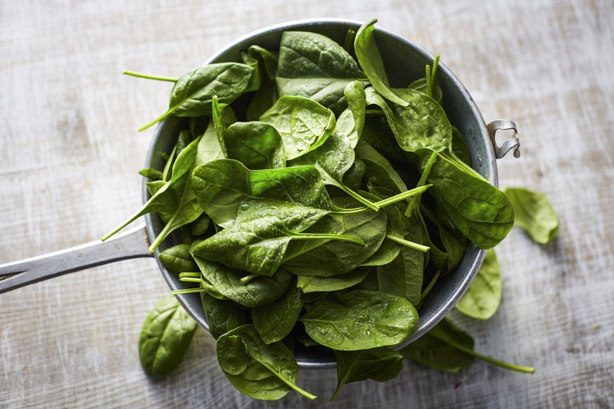 Thực phẩm rau màu xanh đậm