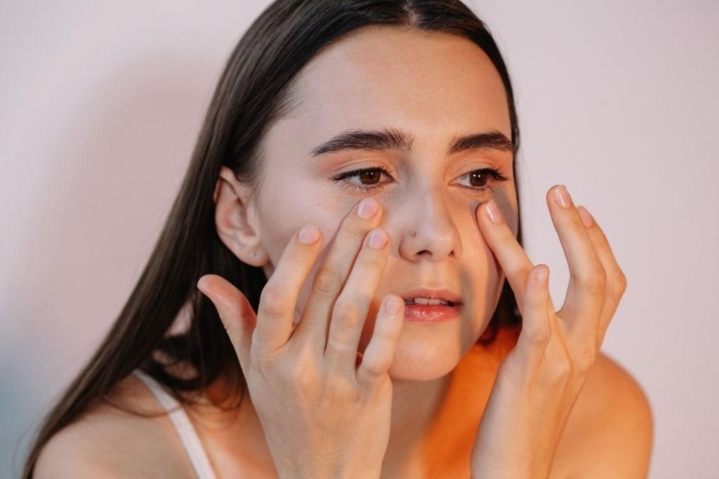 Da khô là dấu hiệu của việc rửa mặt chưa sạch