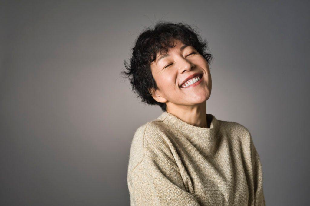 Tập yoga cho mặt cải thiện rãnh cười