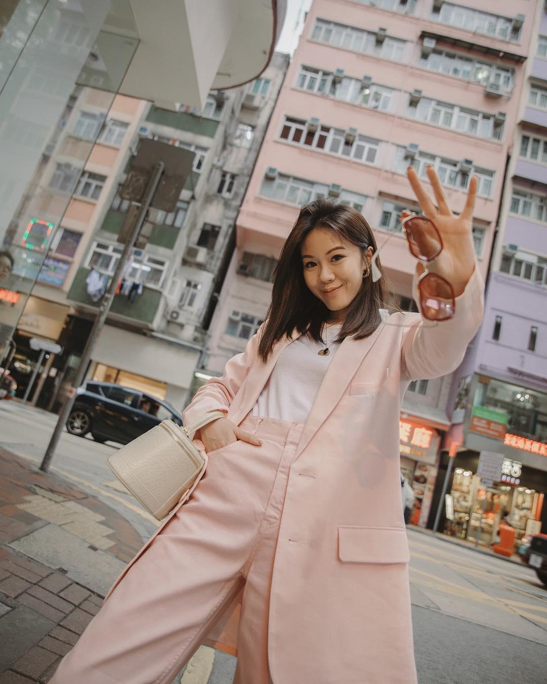 cô gái mặc áo vest hồng phối đồ menswearcô gái mặc áo vest hồng phối đồ menswear