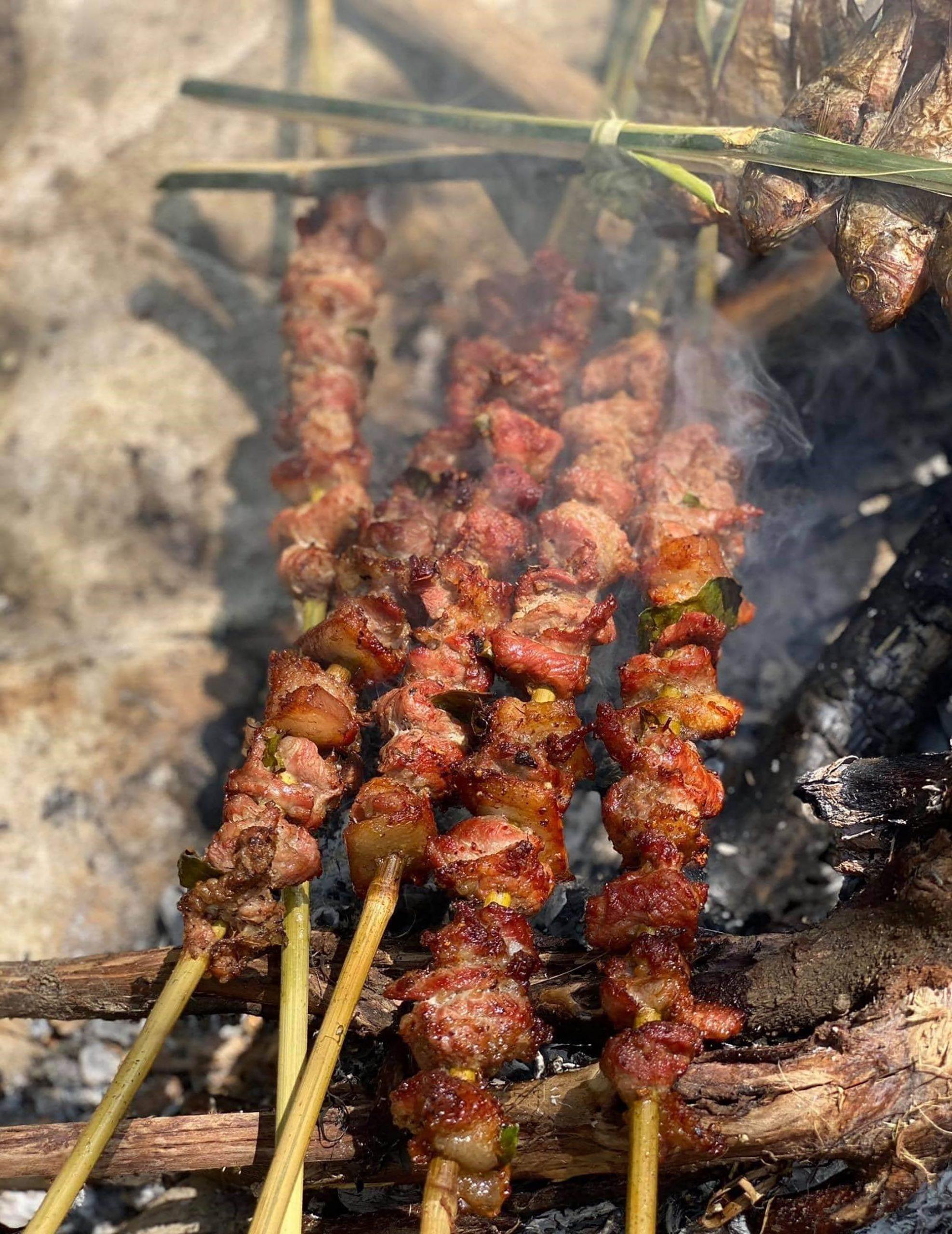 món thịt lợn xiên nướng