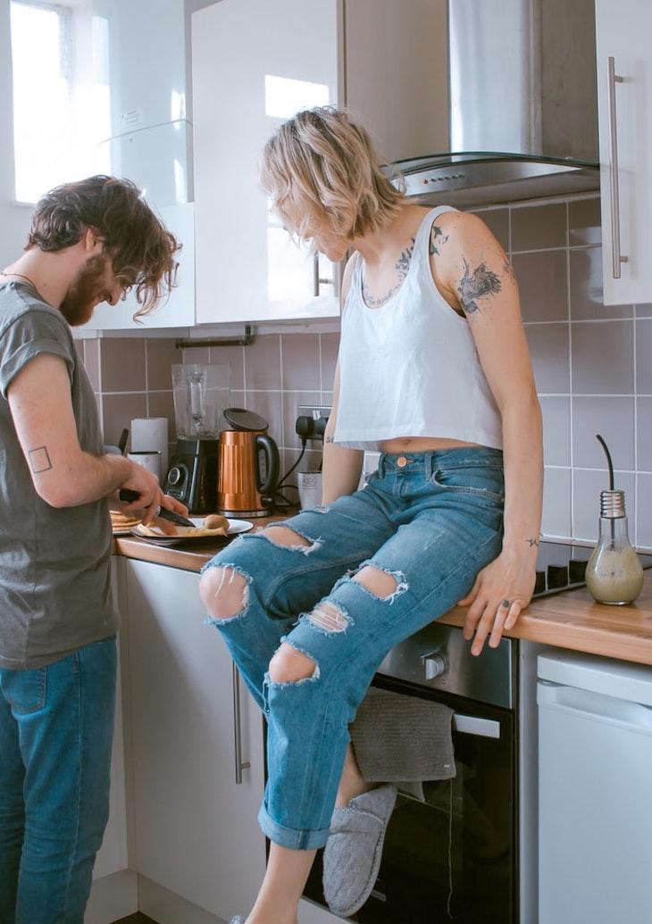 người yêu cùng bạn nấu ăn