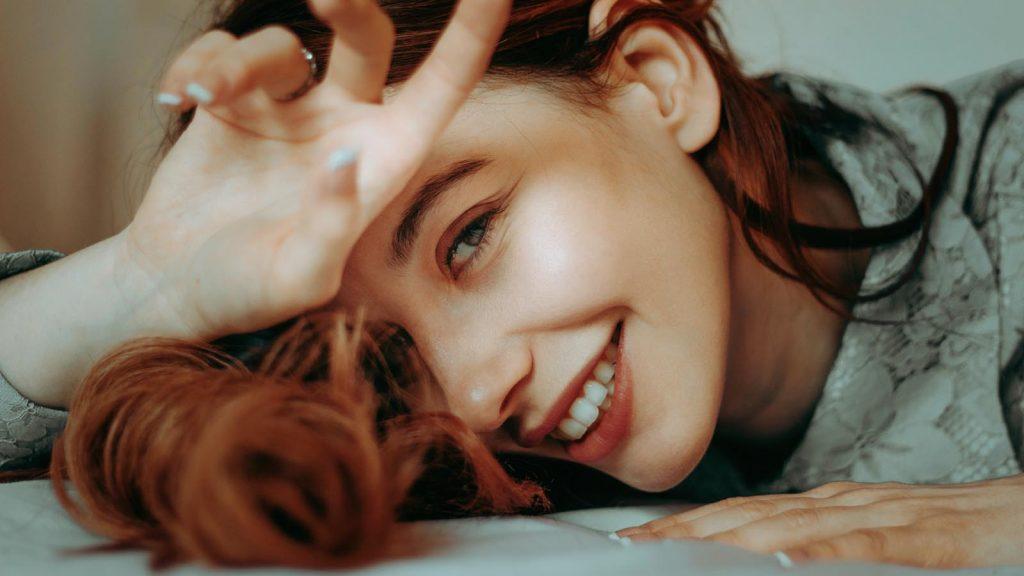 cô gái mỉm cười có tính cách đặc biệt