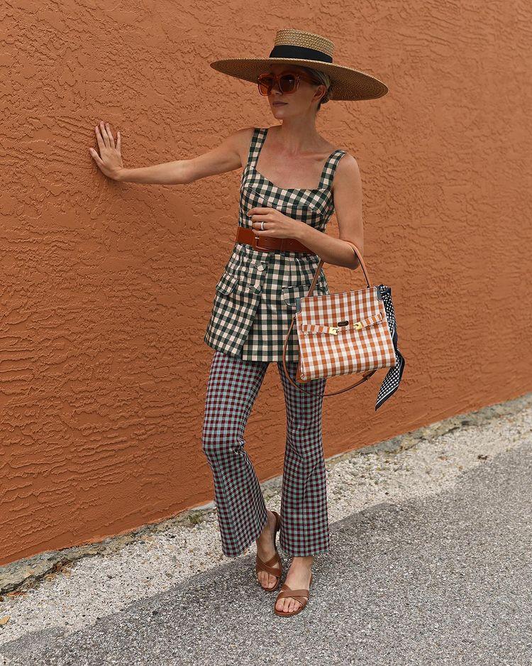 quần ống loe kẻ sọc phong cách retro