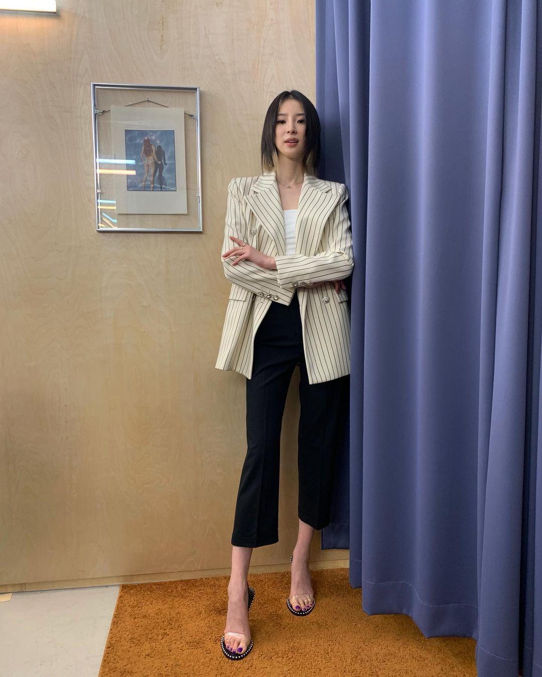 quần dài ống loe lửng kết hợp blazer
