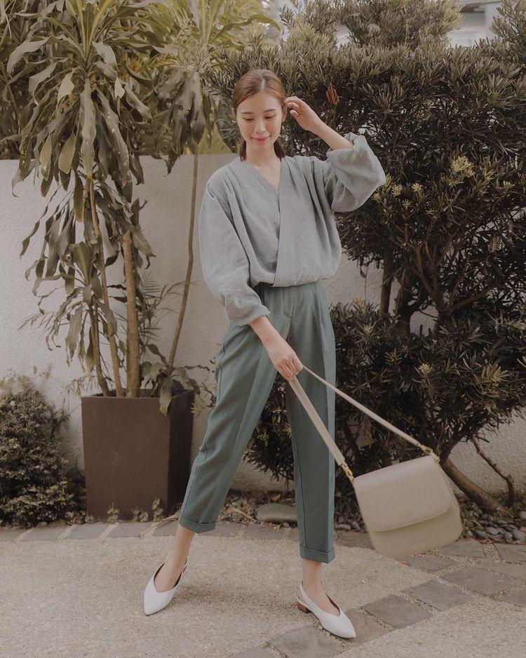 quần dài xếp ly lửng kết hợp giày bệt