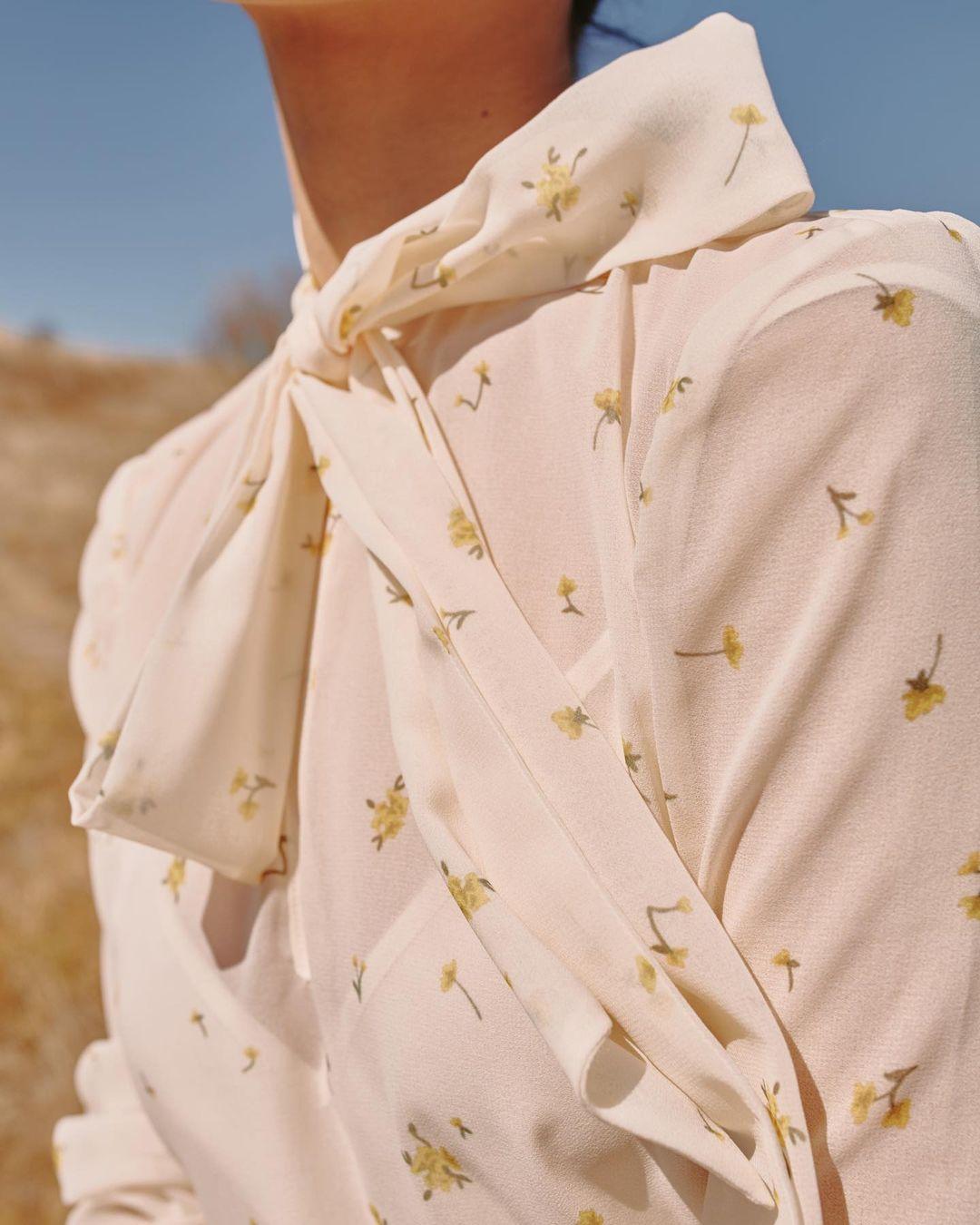 áo thắt nơ họa tiết hoa