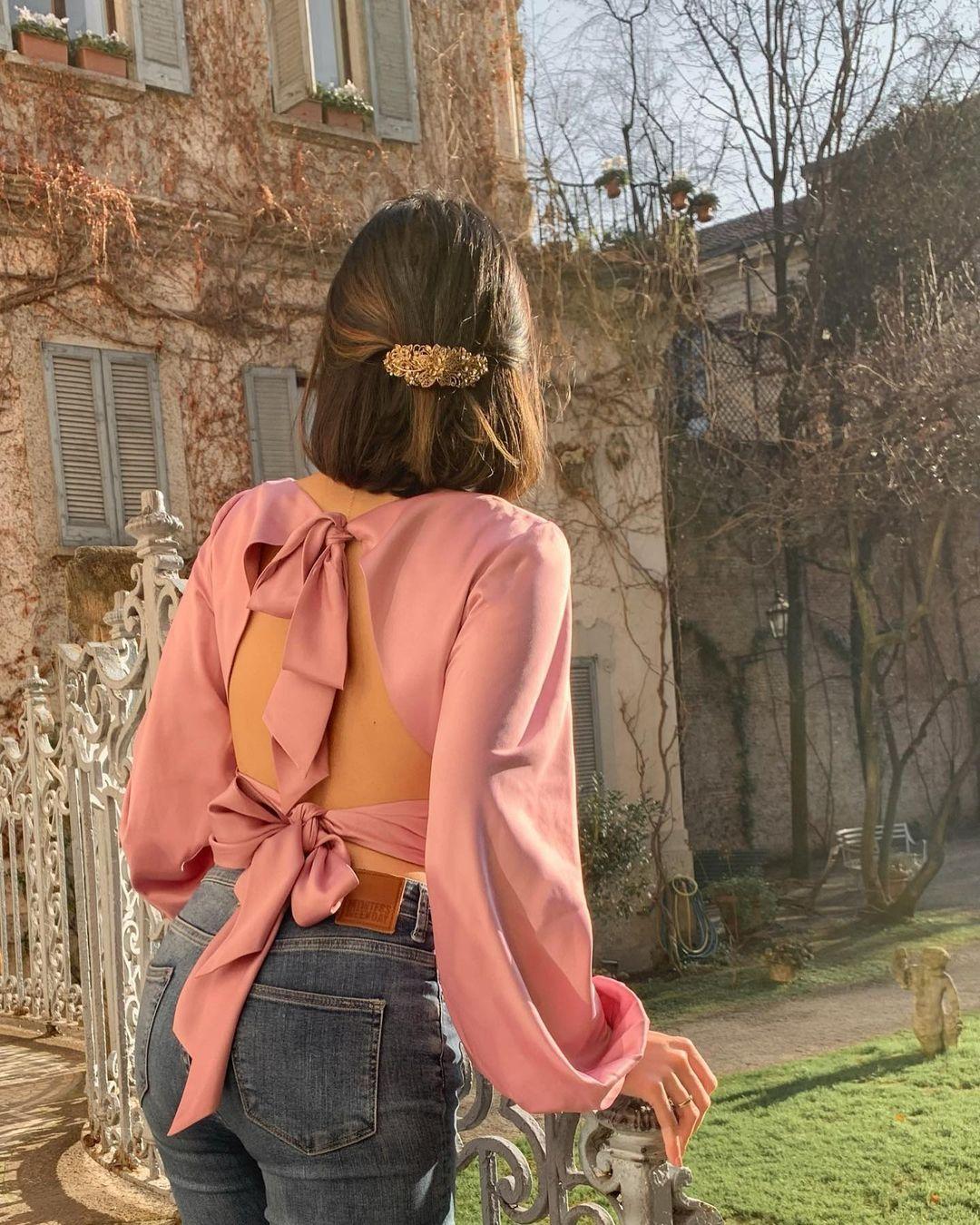 áo thắt nơ sau lưng độc đáo