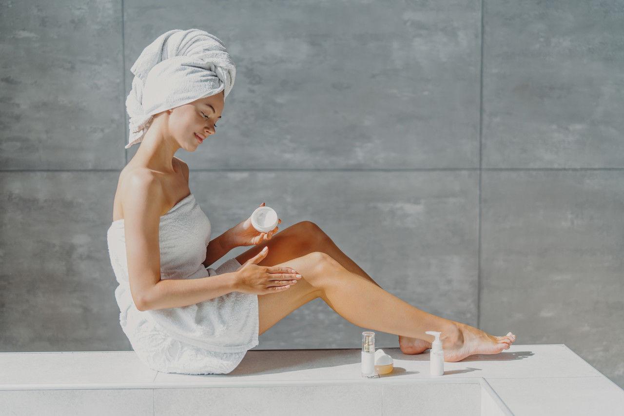 Làm lạnh kem dưỡng da để làm dịu cảm giác ngứa sau khi tắm