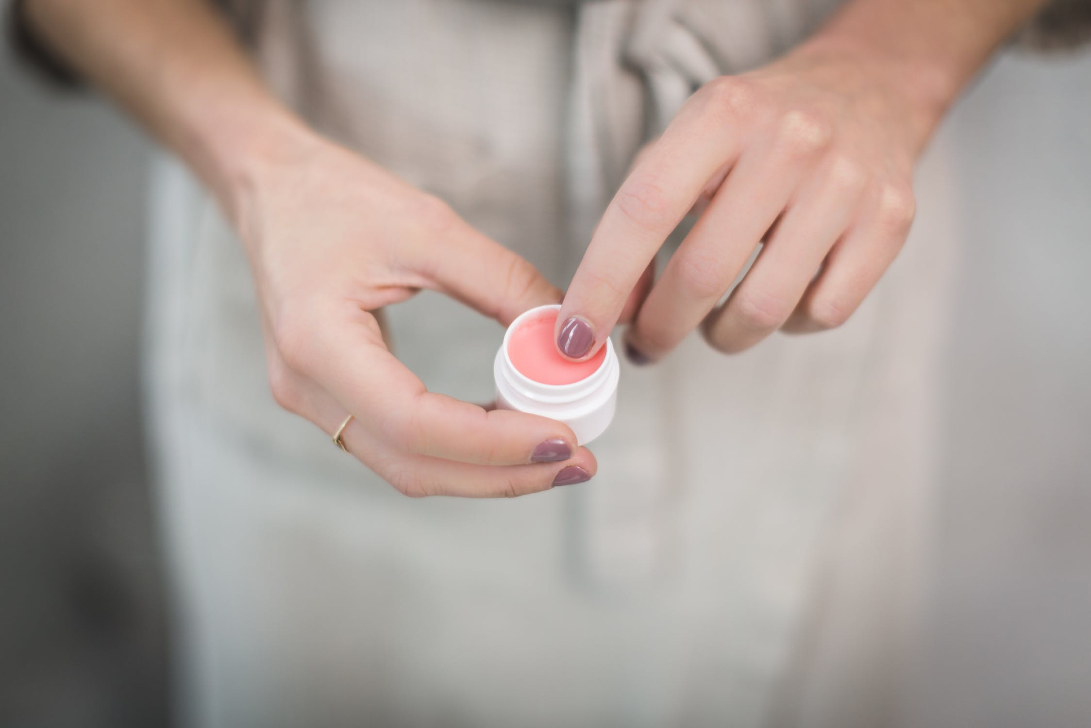 cách dùng nước hoa khô