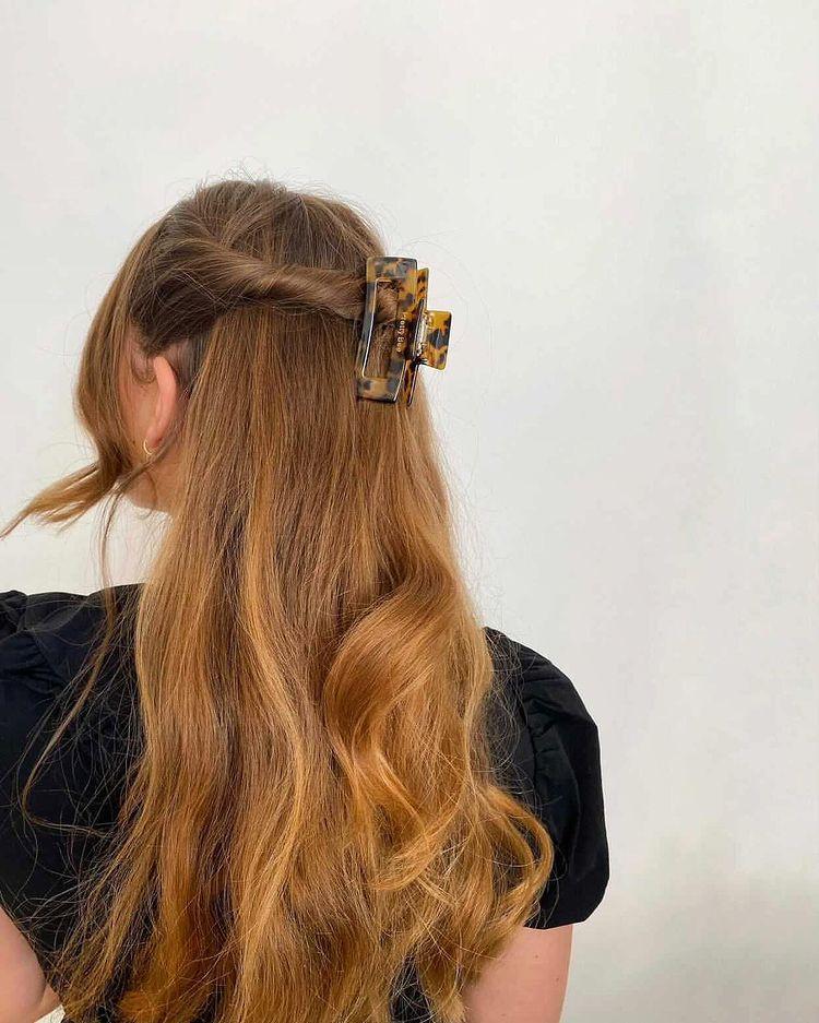 kẹp càng cua tóc xoăn dài