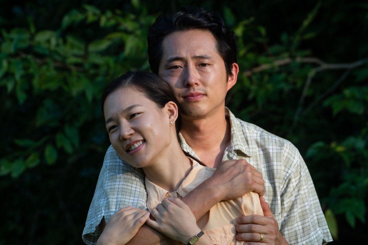 cặp đôi Steven Yeun và Han Ye Ri trong phim mới Minari