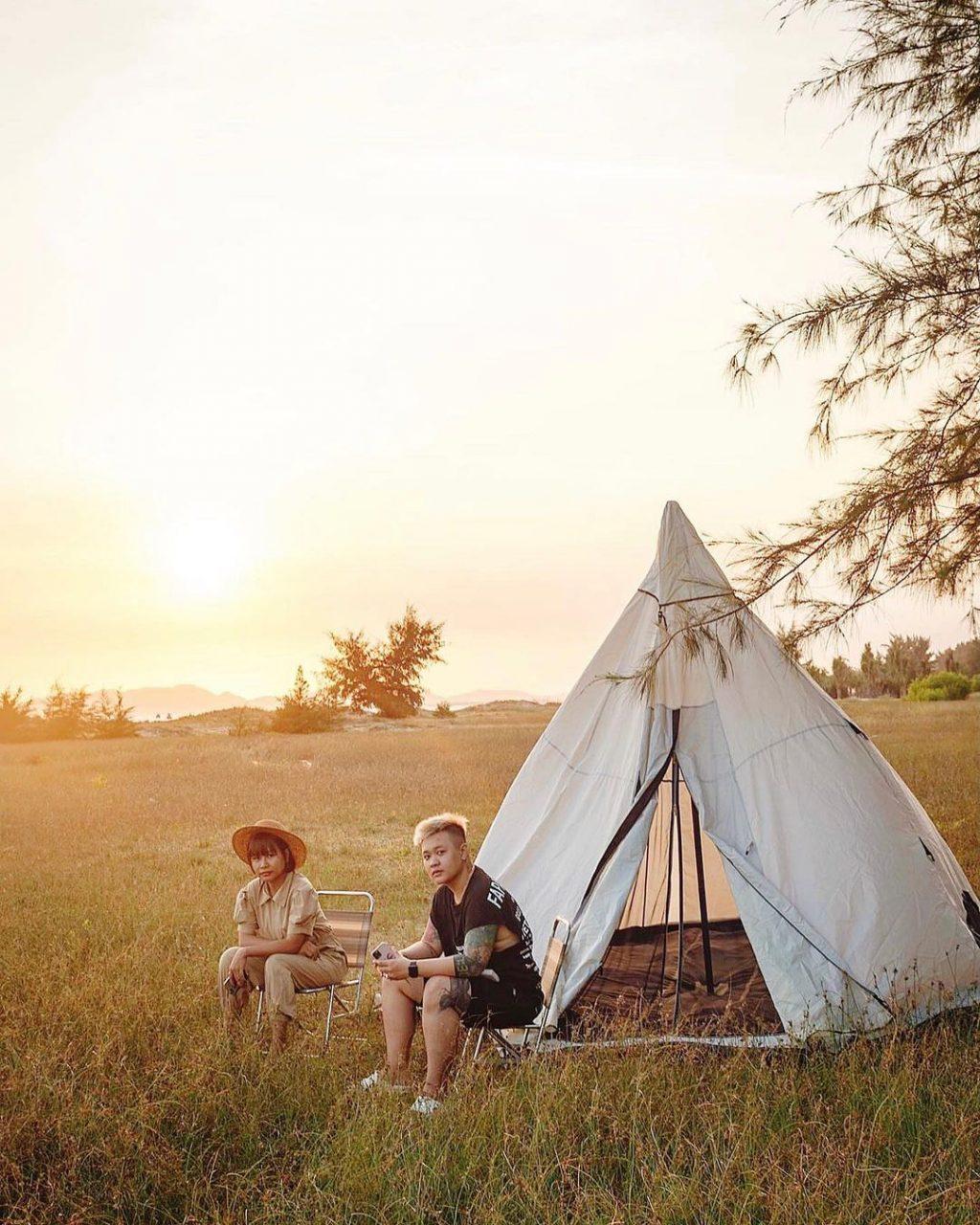 du lịch hồ tràm cắm trại