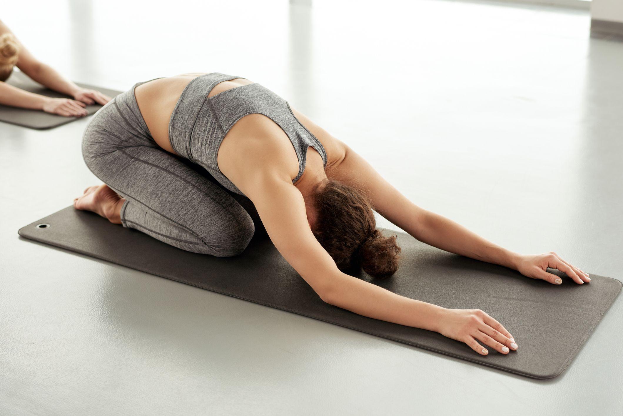 Tư thế em bé yoga giúp bạn bắt đầu ngày mới hiệu quả