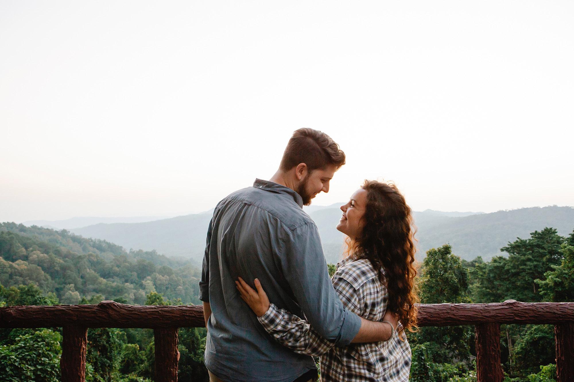 Cặp đôi hẹn hò trong một chuyến đi