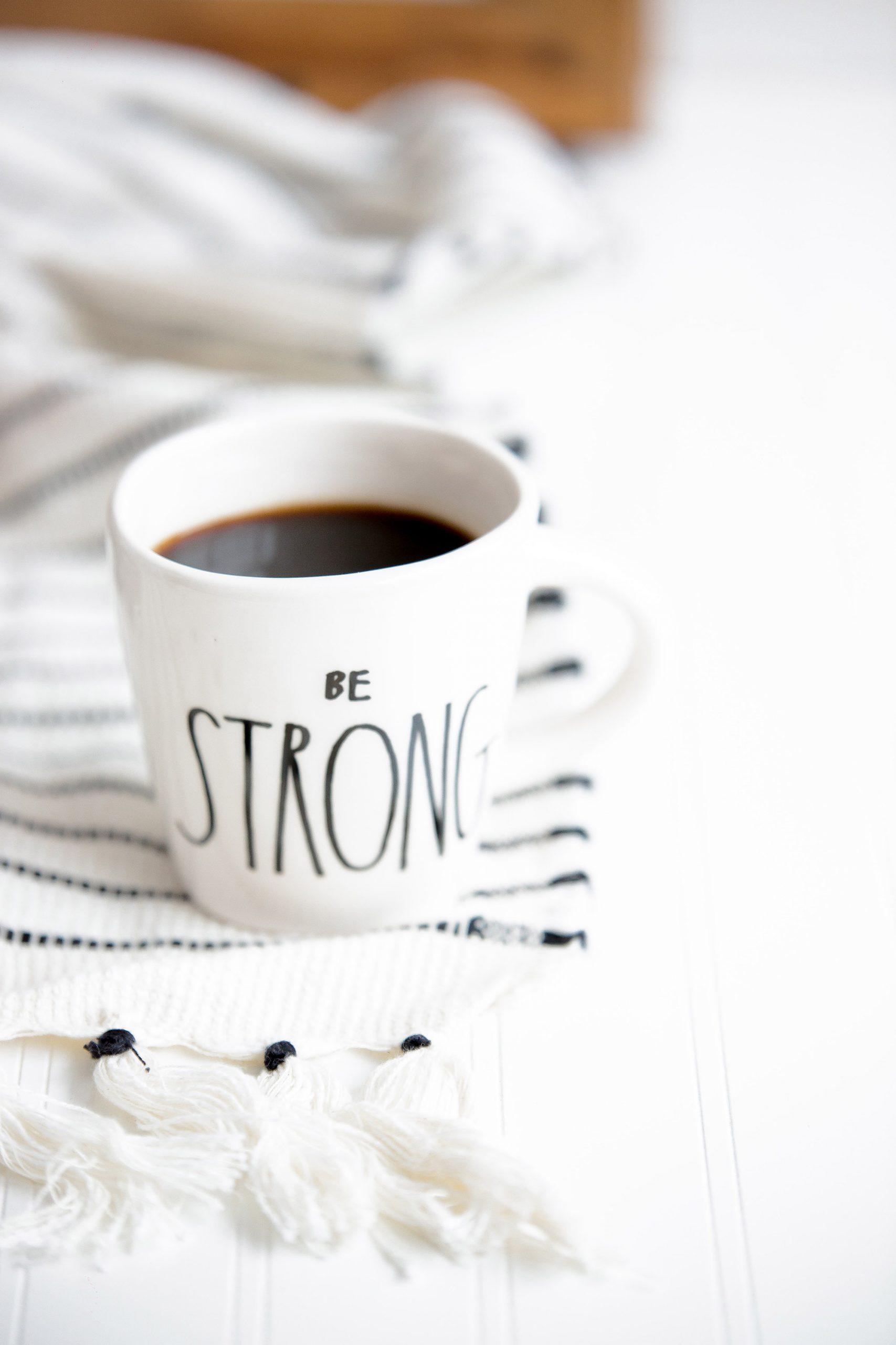 Tách cà phê truyền cảm hứng tích cực