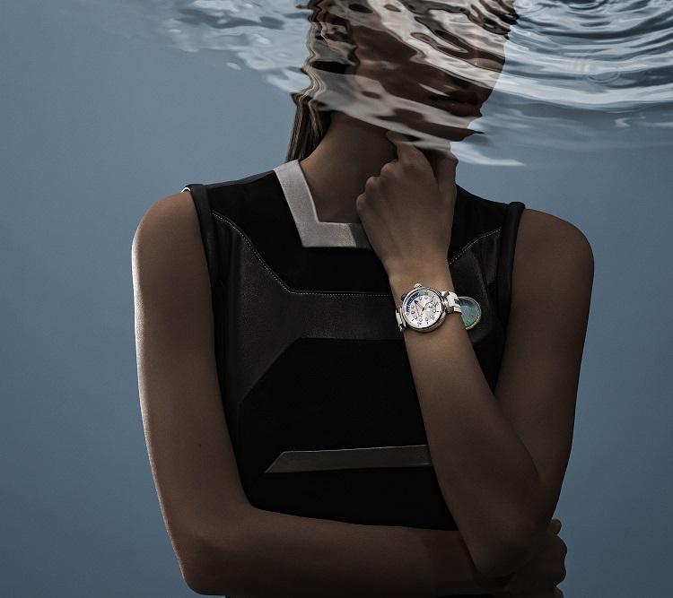 Đồng hồ Louis Vuitton Tambour Street Diver màu Pacific White