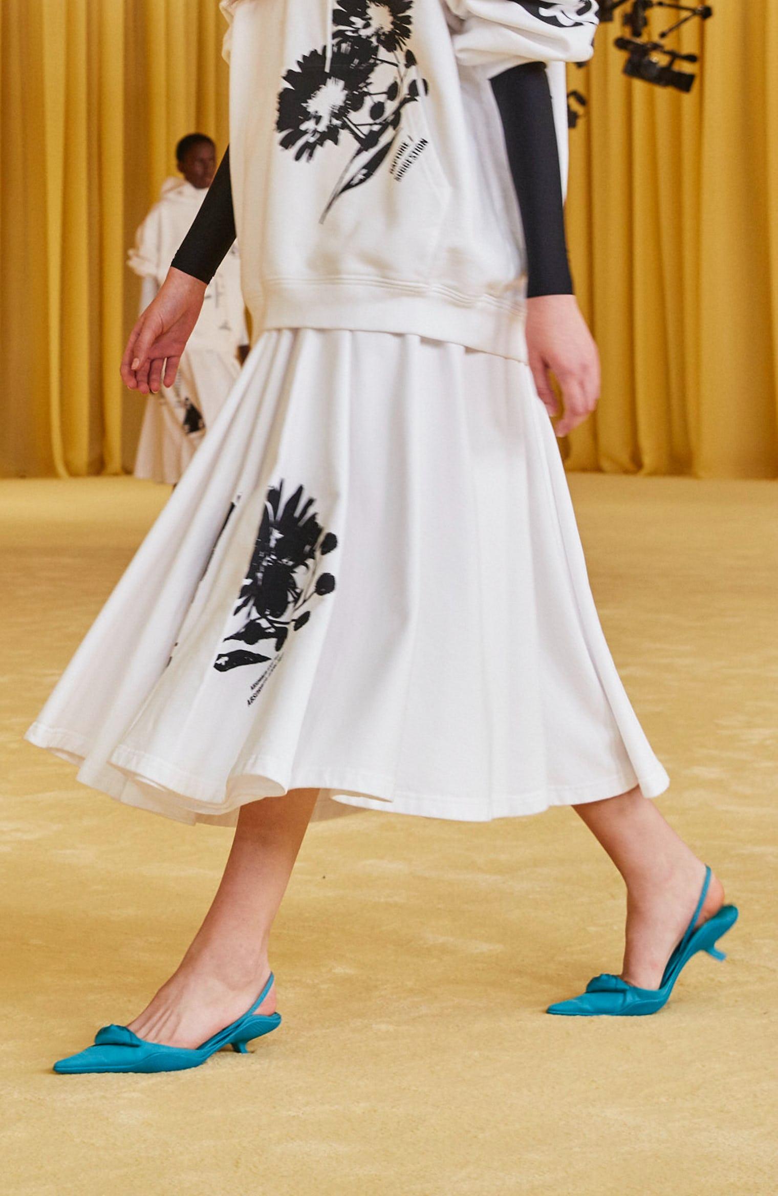 giày slingback xanh cổ vịt trong bst Prada x Raf Simon 2021