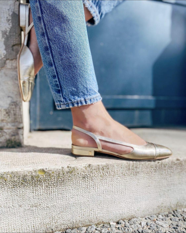 Giày slingback đế bệt chanel ánh kim vàng