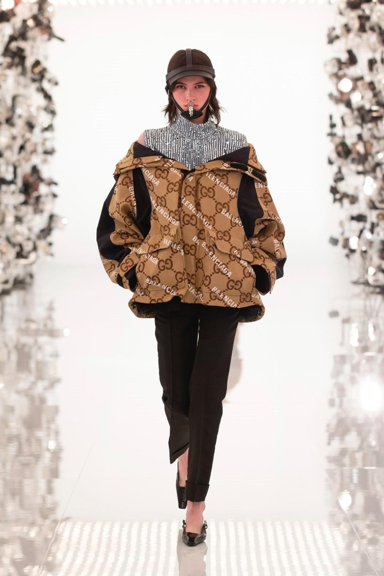 áo khoác parka họa tiết monogram Gucci cùng logo balenciaga và áo cổ lọ sequin bạc
