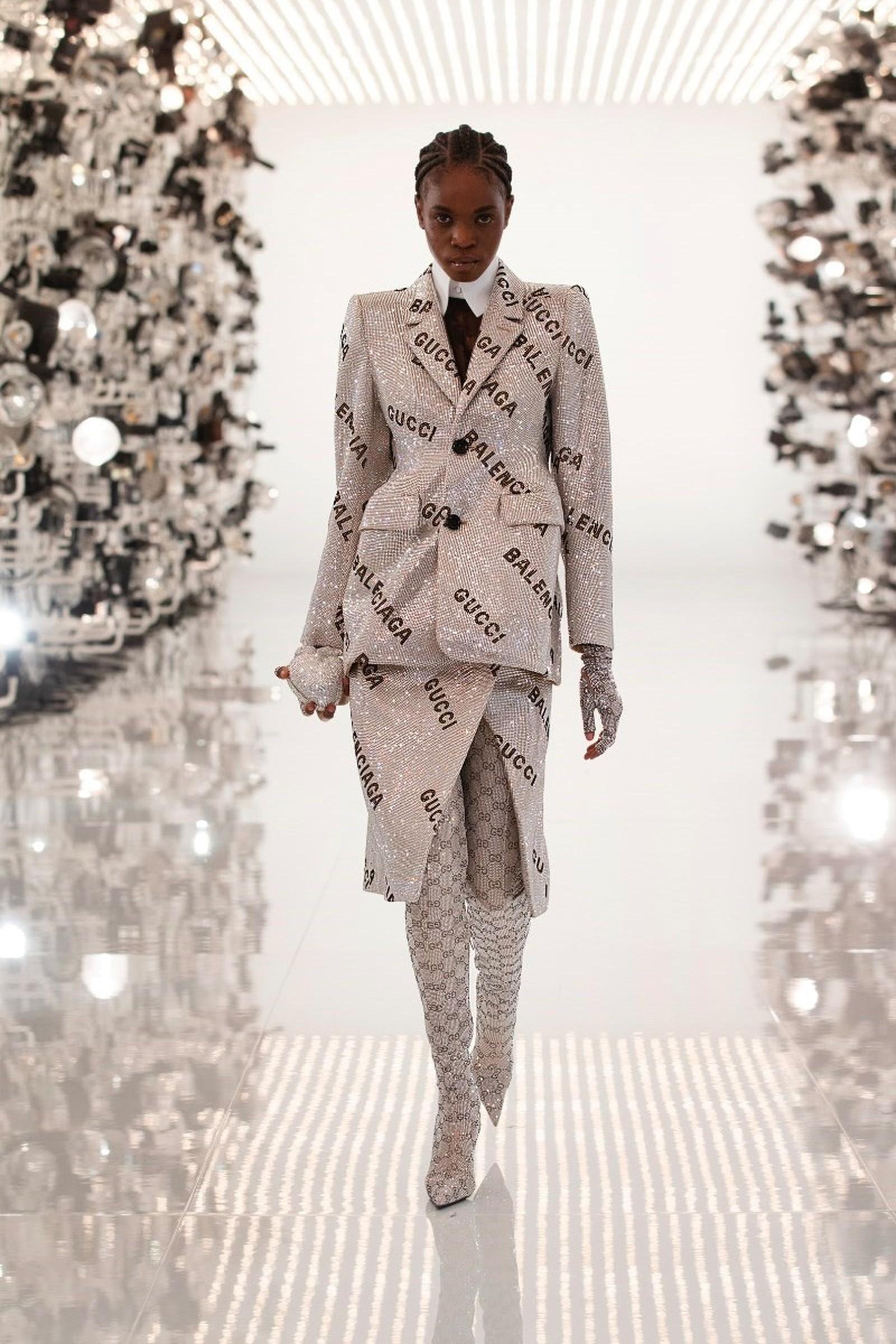 set áo blazer hourglass cùng váy xẻ đính sequin in logo gucci x balenciaga