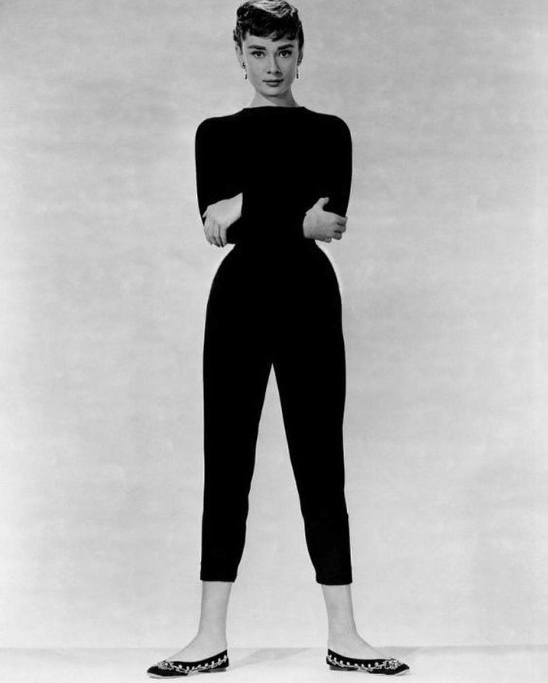 quần lửng đen capri Audrey Hepburn