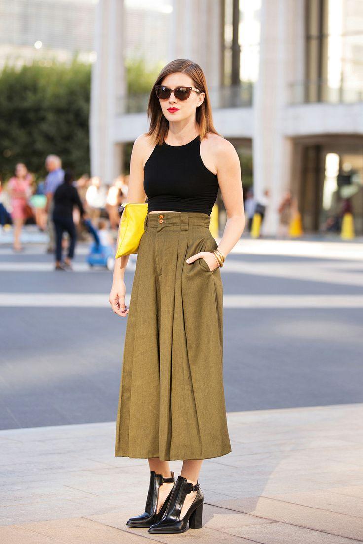quần culottes khaki xanh rêu và áo crop top đen