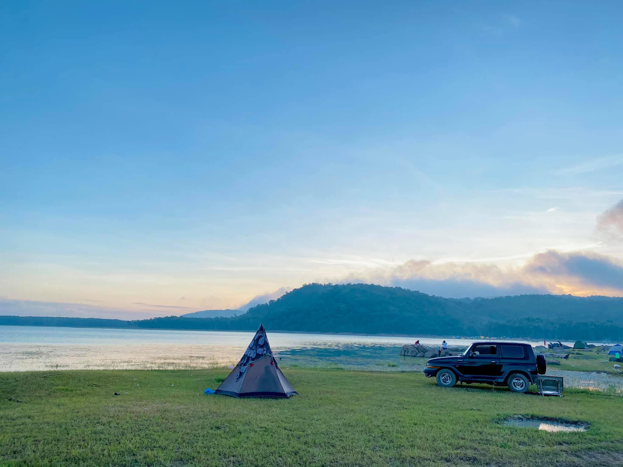 Cắm trại ngoài trời