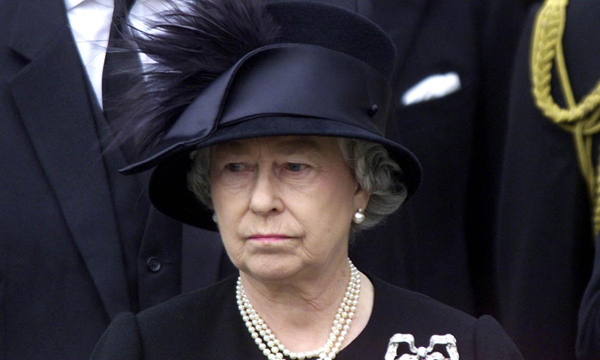 Nữ hoàng Anh cùng chuỗi ngọc trai 3 vòng trong tang lễ hoàng thân Philip