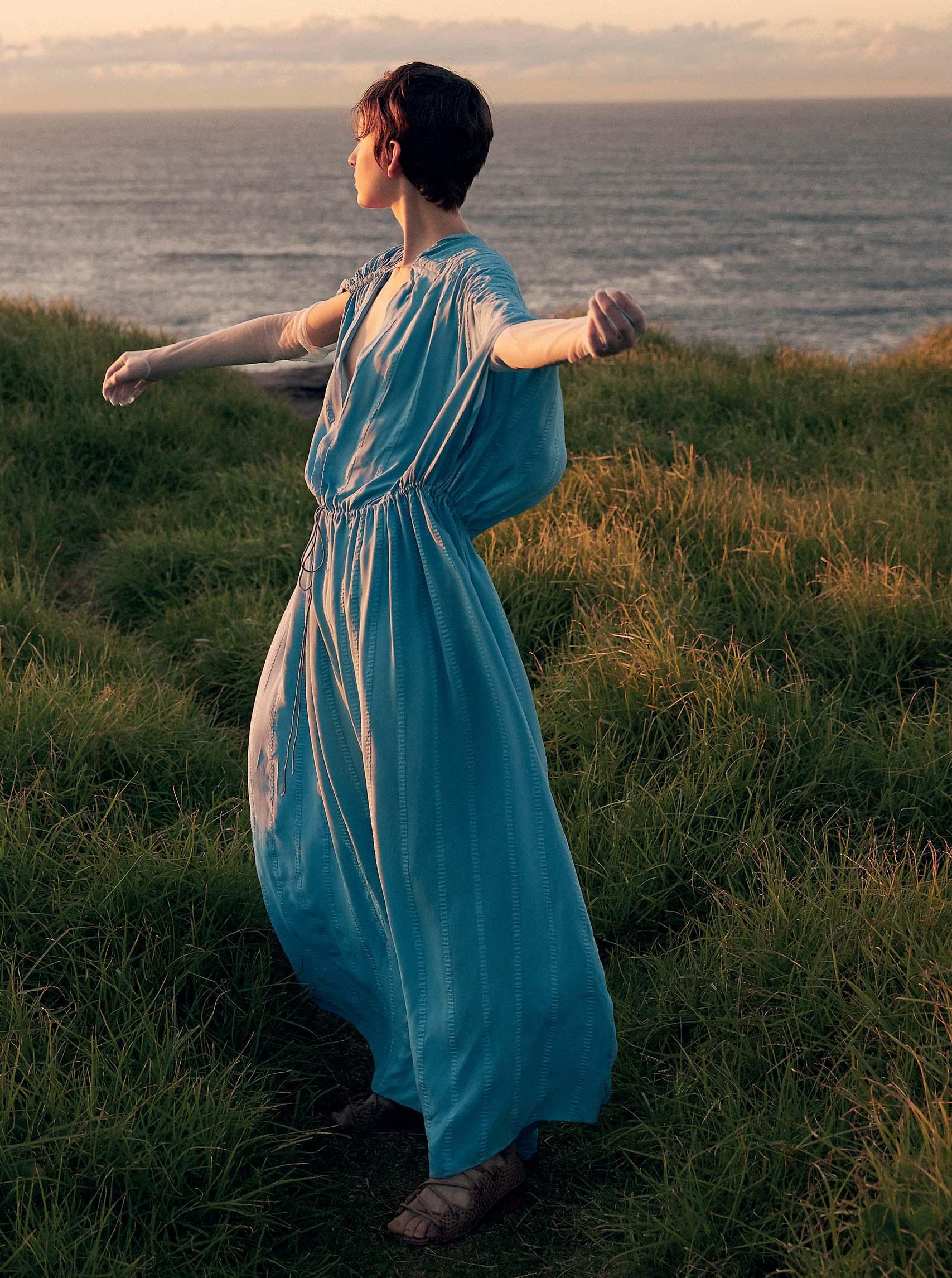 cô gái áo xanh tha thứ
