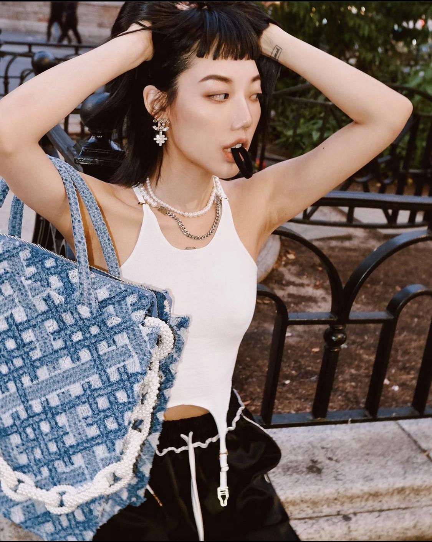Áo cổ yếm Dion Lee và fashionista Michelle Song