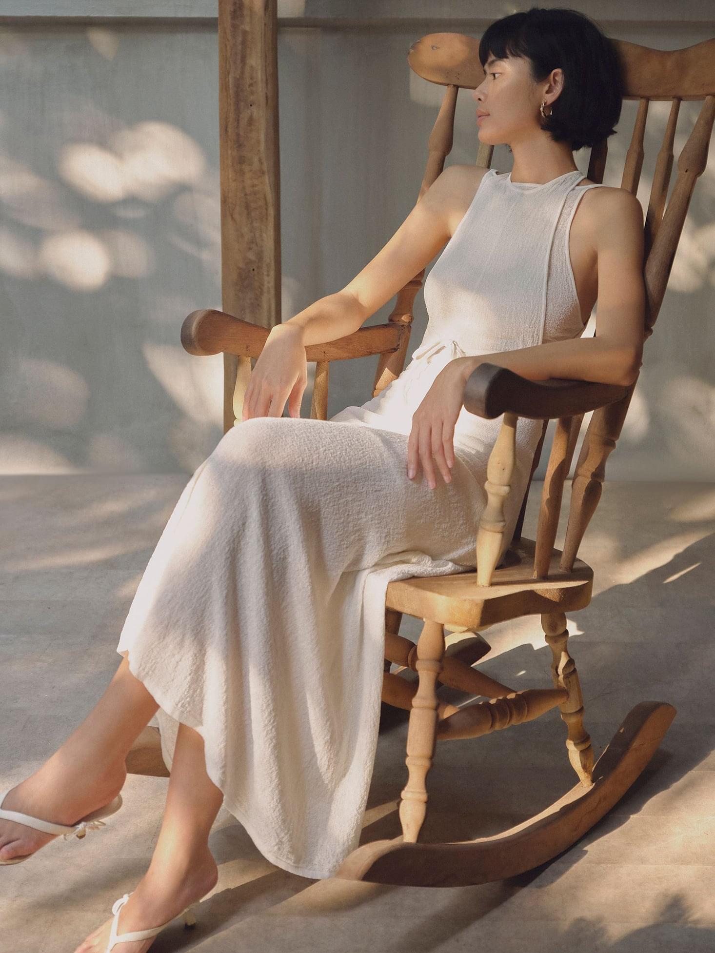áo yếm trắng Lâm Gia Khang