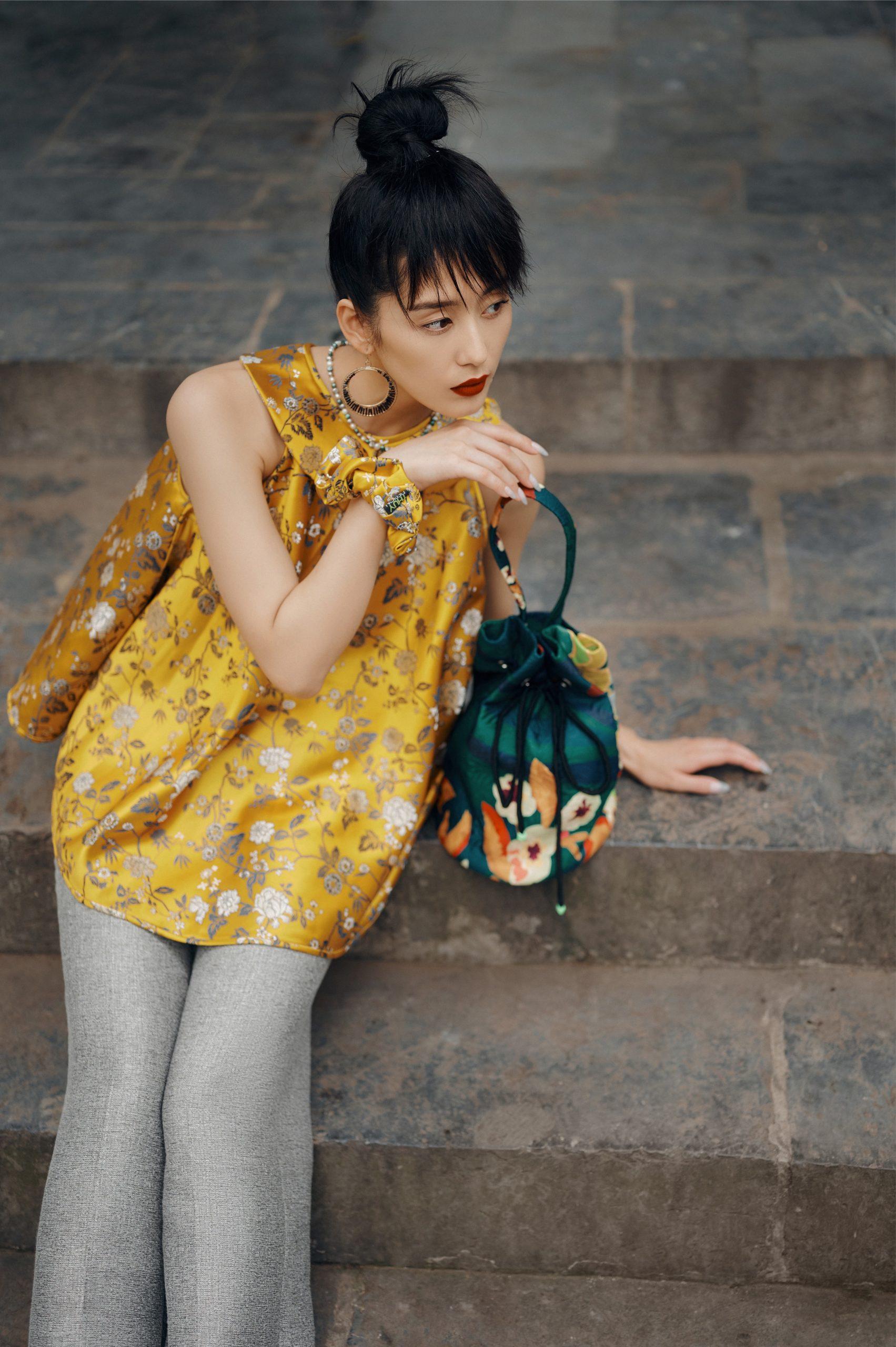 Áo yếm gấm vàng hoạ tiết Thuỷ Nguyễn