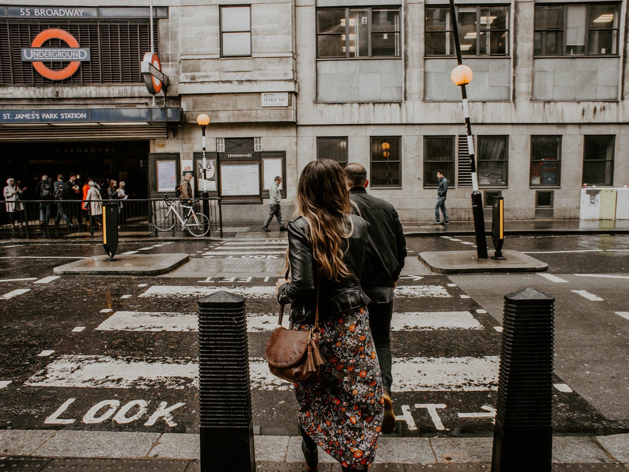 người yêu mưa thích ra ngoài đi dạo sau cơn mưa