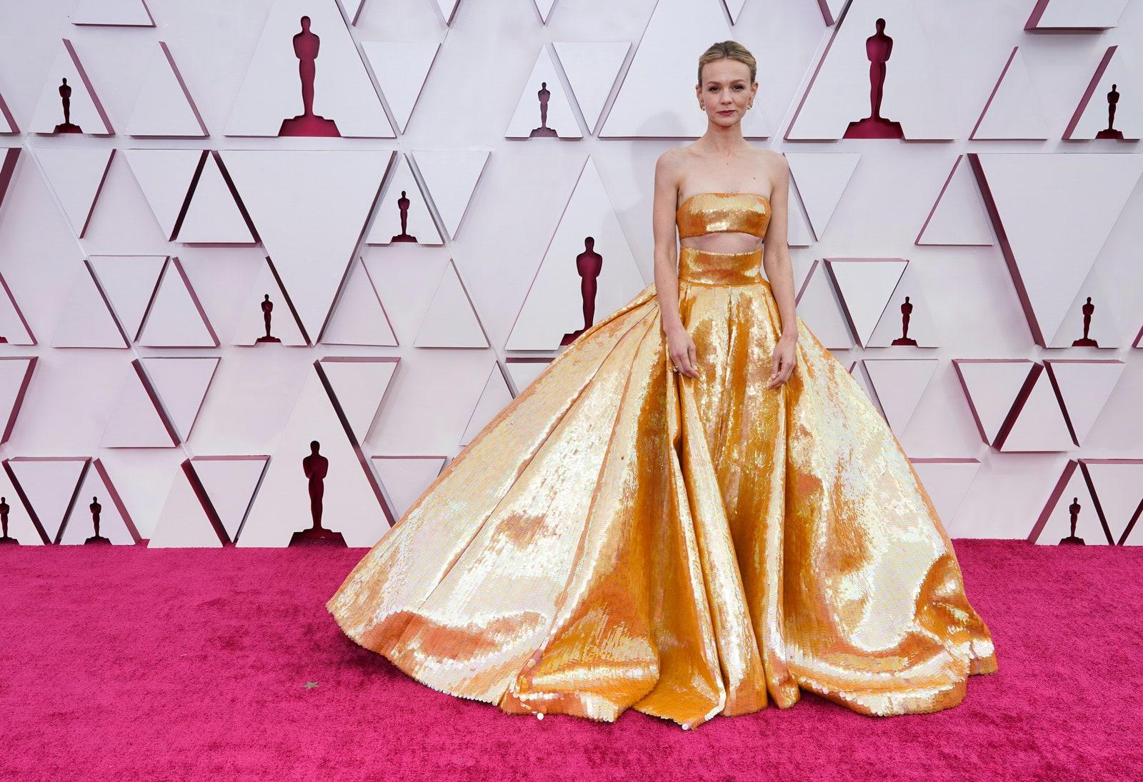 Carey Mulligan và đầm dạ hội ánh kim Valentino