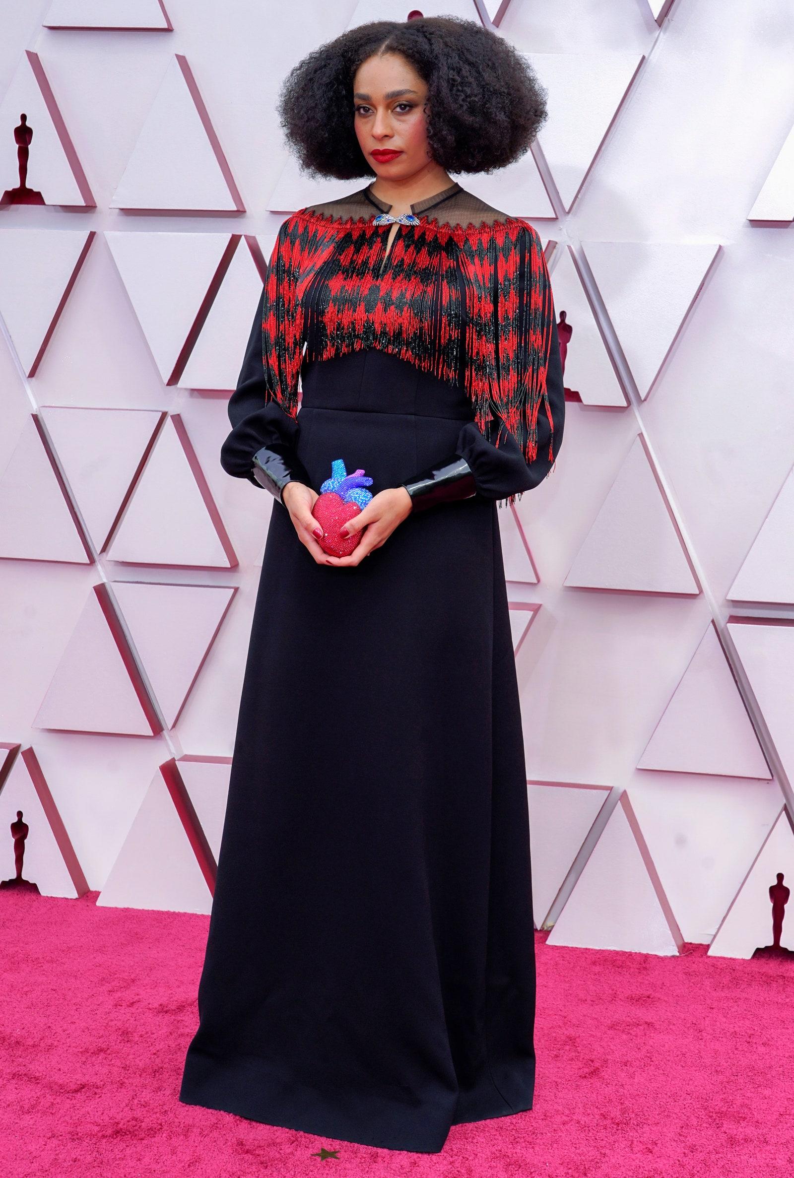 Ca sĩ Celeste Waite và trang phục Gucci