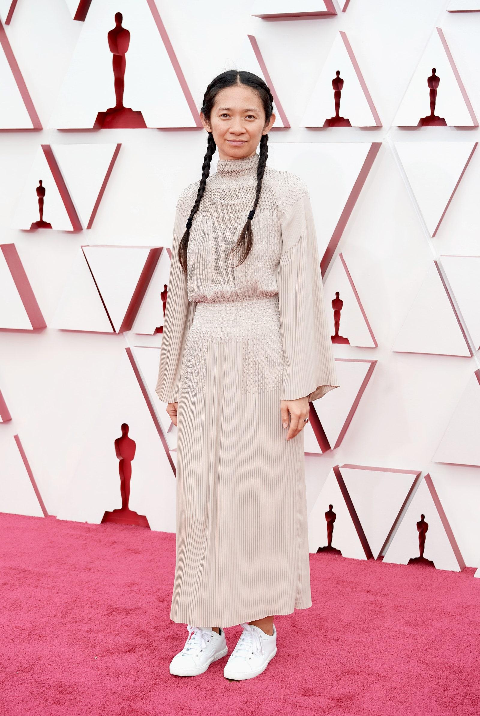 Chloe Zhao và trang phục từ Hermes