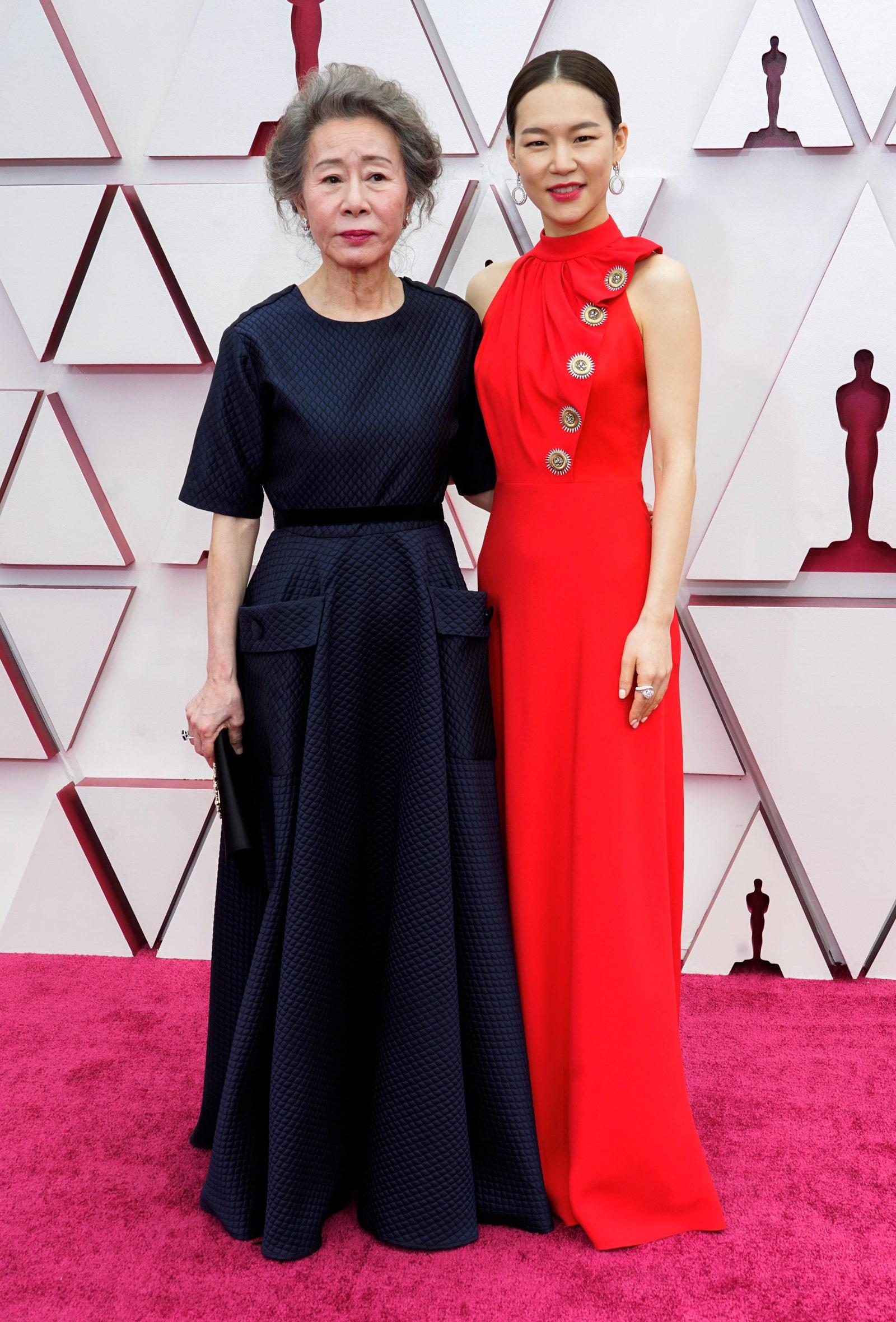 Yoon Yuh Jung và Han Yeri tại lễ trao giải Oscar 2021
