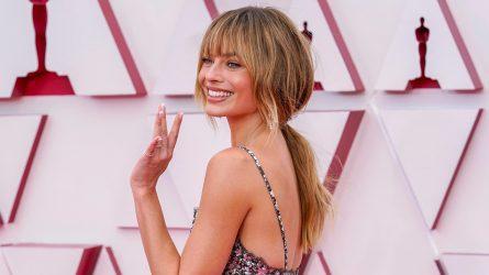 Thảm đỏ Oscar 2021: Nơi quy tụ những phong cách trang điểm và làm tóc thời thượng nhất