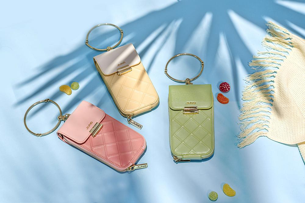 Túi Juno phone case 3 tone màu phụ kiện mùa hè trên nền phông xanh